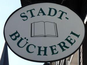 """Stadtbücherei oder -bibliothek als """"normaler"""" Bestandteil einer Stadt ... Foto: by_Dieter-Schütz_pixelio.de"""