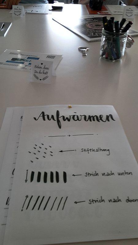LitBlog Convention 2017 Handlettering mit Suse Engel, vorbereiteter Tisch