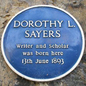Plakette am Geburtshaus von Dorothy L. Sayers - Gelehrte wird sie hier genannt und das war sie.