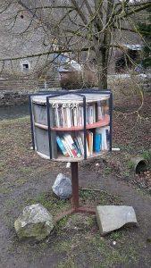 offener Bücherschrank in Spontin Totale