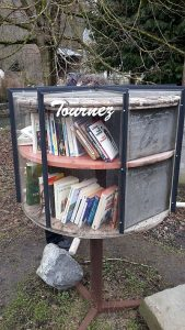 Offener Bücherschrank in Spontin Details