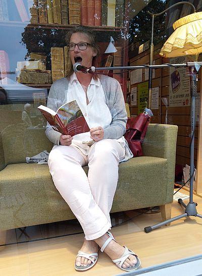 Ich, Märchen von Nina Bodenlosz beim Straßenfest in Dellbrücklesend