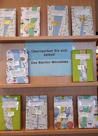 Blinddate Buchhandlung verpackte Bücher