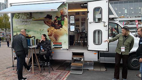 Der Bücherbus aus Oppland in Norwegen auf der Buchmesse
