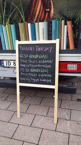 Angebot im Bücherbus aus Oppland: Märche auf Deutsch - aber aus Norwegen ...
