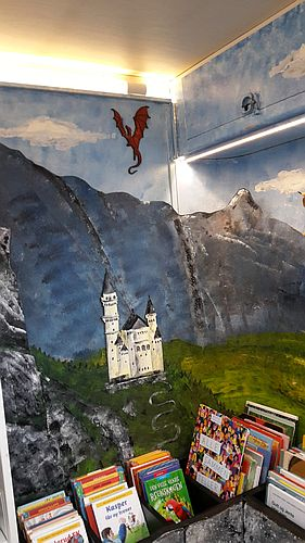 Dekoration im Bücherbus aus Oppland - ein Burg