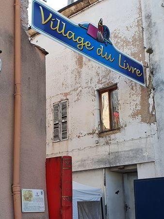 Schriftbanner Village du Livre