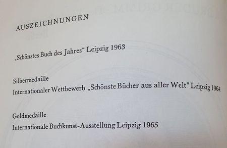 Diese Preise hat das Buch  Goldmedaille Buchkunst gewonnen: Schönstes Buch des Jahre Leipzig , Silbermedaille Internationaler Wettbewerb
