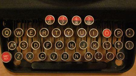 """Tastatur einer alten Schreibmaschine zum Roman von Sophie Hannah """"Das Gehemnis der vier Briefe"""""""