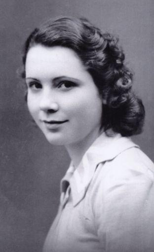 Portrait s/w Annette Beaumanoir  - junges Mädchen mit dunklem Haar.